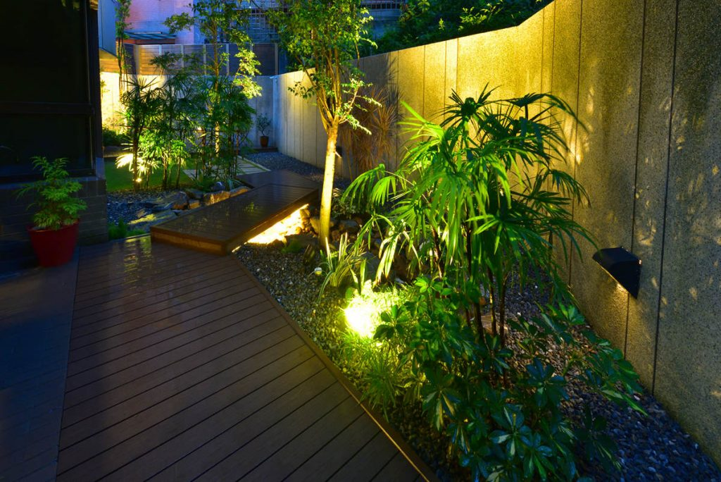 Free lighting quote-Tampa Bay FL Outdoor Lighting Installers-We Offer Outdoor Lighting Services, Landscape Lighting, Low Voltage Lighting, Outdoor LED landscape Lighting, Holiday Lighting, Christmas Lighting, Tree Lighting, Canopy Lighting, Residential outdoor Lighting, Commercial outdoor Lighting, Safety Lighting, Path and Garden Lighting, Mini lights and flood lights, Landscape Lighting installation, Outdoor spot lights, Outdoor LED garden Lighting, Dock Lighting, Accent lights, Deck and patio lights, Security lights, Underwater Lighting, Tree upLighting, Outdoor Lighting repair services, and more.